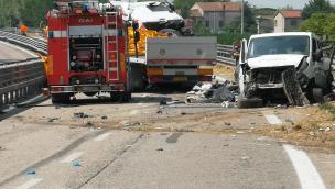 Schianto tra tir e auto in Romea: c'è un morto
